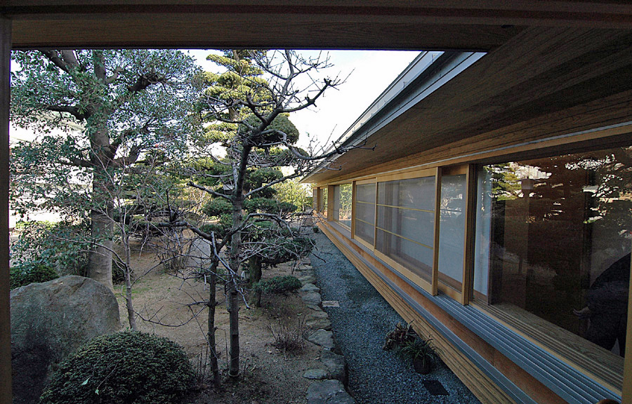 庭を囲む家
