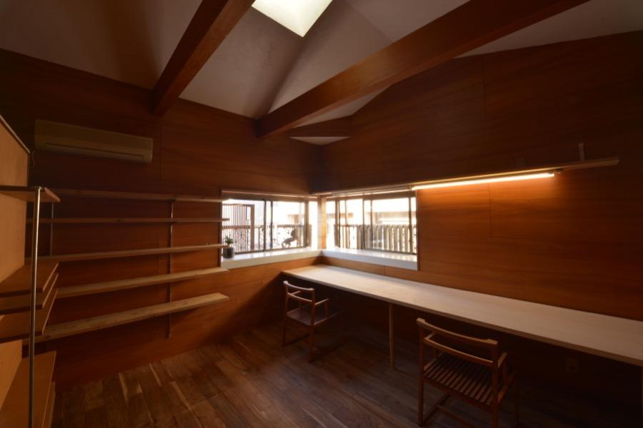 誕生!シェアオフィス「漆喰と木の室」